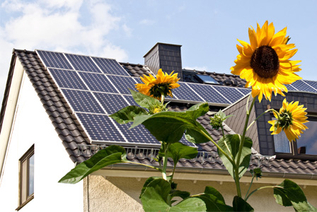 solar-panel-on-house-horiz